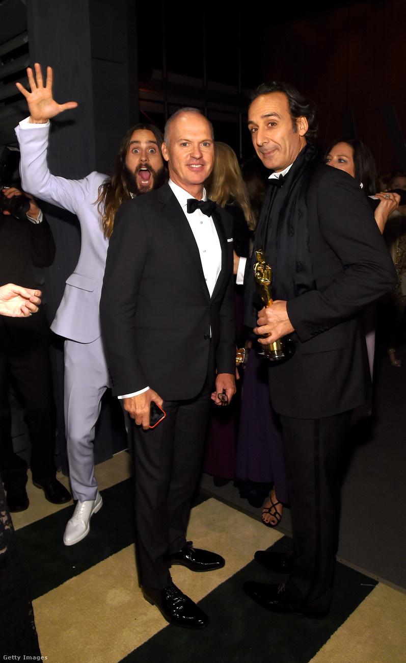 Michael Keaton és Alexandre Desplat portréját is feldobta a Vanity Fair 2015-ös Oscar partiján...