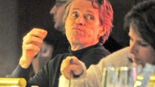Willem Dafoe az evésben sem ismer tréfát