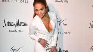 Jennifer Lopez szembetűnő dekolázzsal promózta új cipőit