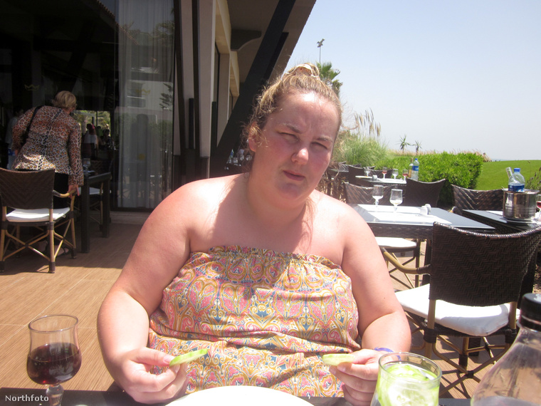 A liverpooli lány 120 kilósra ette magát csokoládékkal, chipsekkel, hamburgerekkel és készen kapható bolti szendvicsekkel