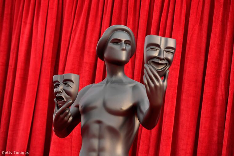 A SAG Awardson a filmes és tévés színészek legjobbjait díjazzák, akik ehhez az életnagyságú szoborhoz kísértetiesen hasonlító mini-szoborral térhetnek haza