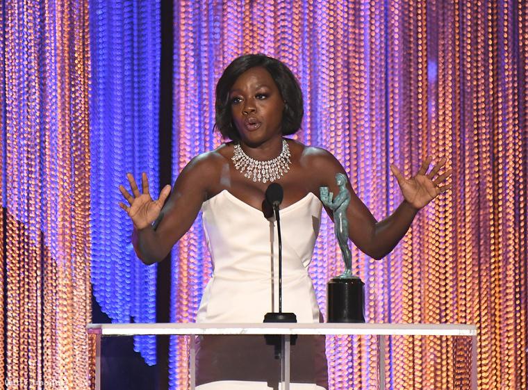 Viola Davis a legjobb női mellékszereplő - ő is a Fencesben nyújtott alaításáért kapott díjat.