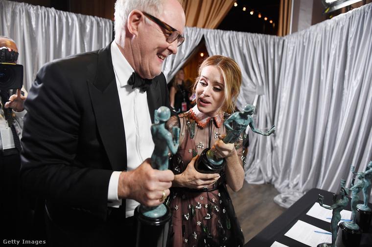 Itt pedig a dráma kategória győztesei: a legjobb férfi színész John Lithgow, a legjobb női színész Claire Foy lett, A korona című filmben játszottak együtt