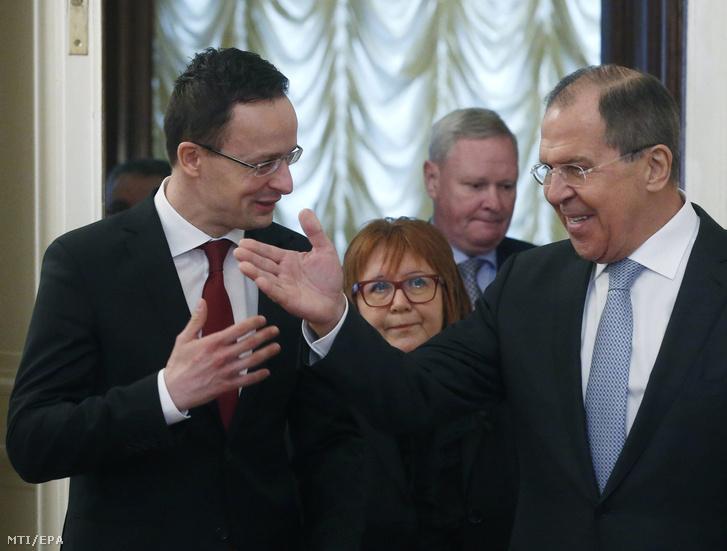 Szergej Lavrov orosz külügyminiszter (j) fogadja Szijjártó Péter külgazdasági és külügyminisztert Moszkvában