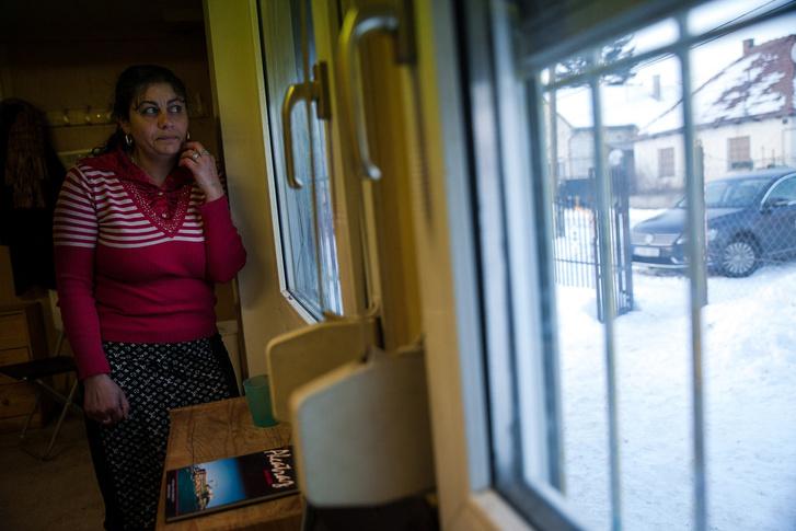 Léna öt gyerekre főz, dolgozik, mindezek mellett szeretné befejezni az általánost
