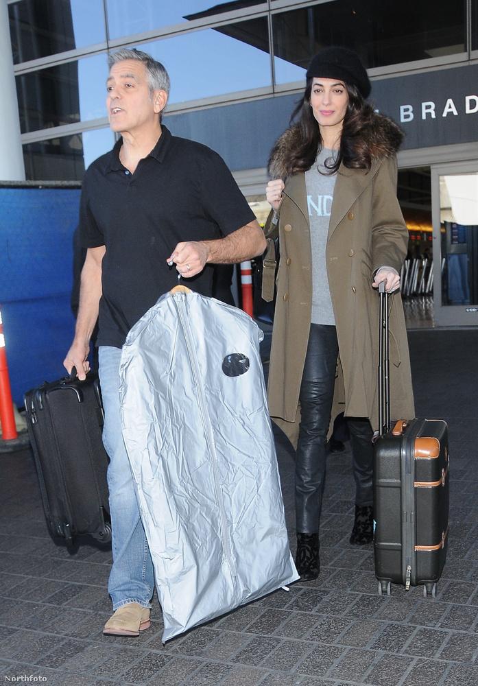 Január 30-án a Los Angelesi Tom Bradley nemzetközi reptéren közlekedtek csomagjaikkal, és a mindig feltűnően elegáns Amal Clooney kivételesen nem egy feszülős koktélruhában jelent meg