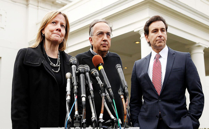 Mary Barra (GM), Sergio Marchionne (Fiat Chrysler) és Mark Fields (Ford)