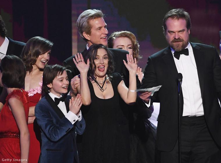 De bolond vagyok! Én kérek elnézést!Winona Ryder, amint ráeszmélt, hogy hol van, és hogy a dobhártyája is megúszta, boldogan térhetett haza megpihenni az átélt stressz után, amihez ezúton is gratulálunk!