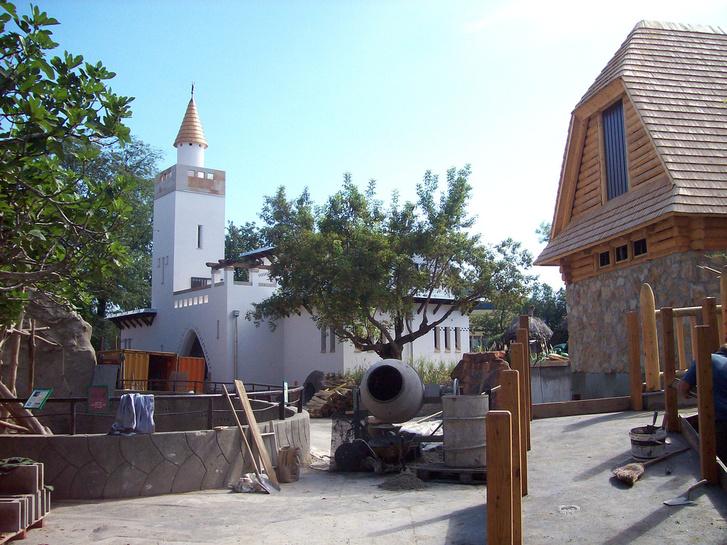 Az állatkerti zsiráfház és bölényház újjáépítése 2010-ben
