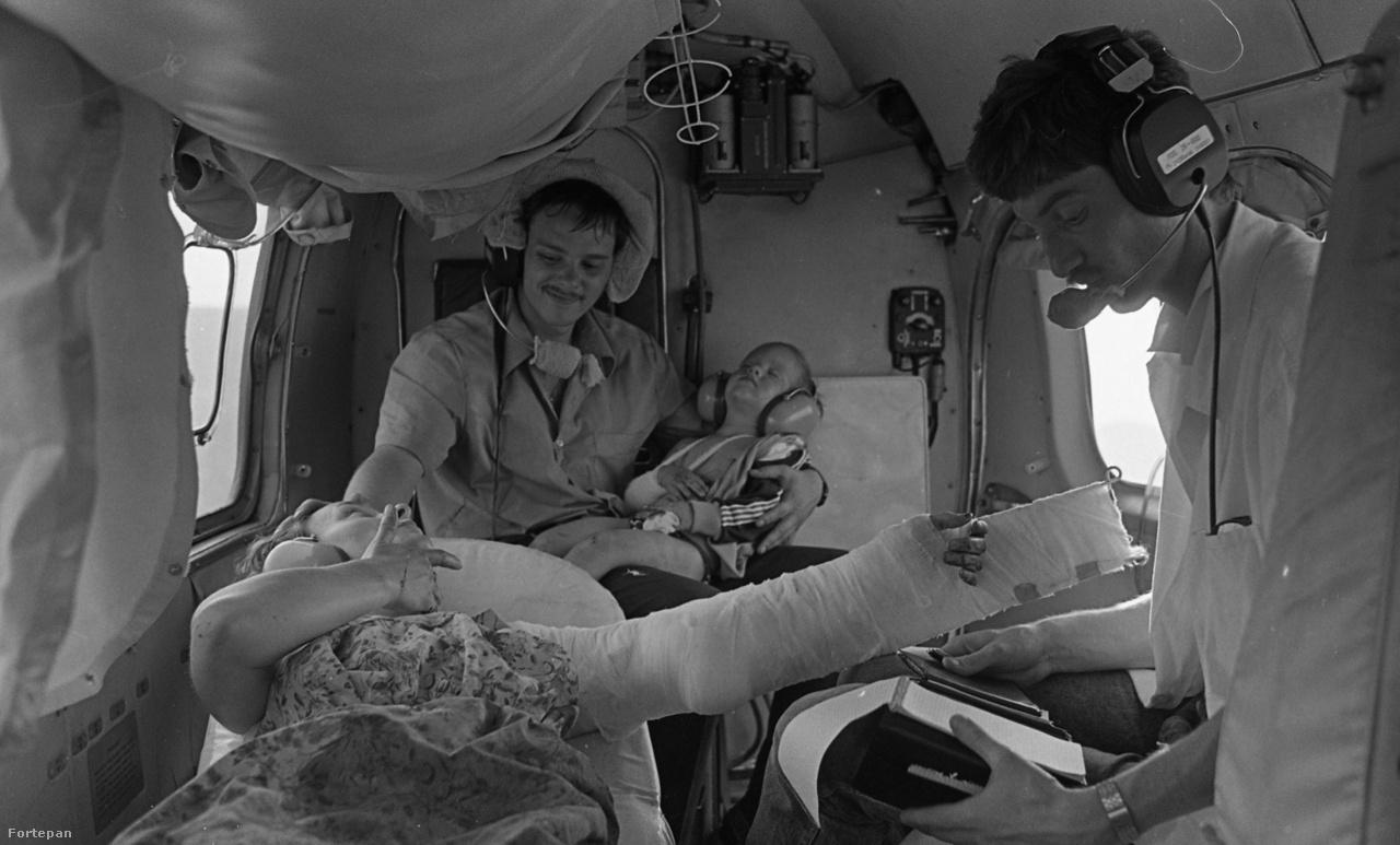 Baleset után mentőhelikopteren 1986-ban
