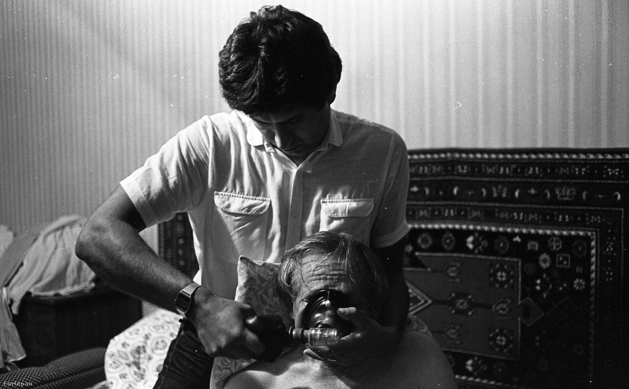 Tüdőödémát kezel egy mentős 1986-ban