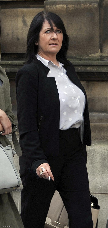 Alison Sharples, amint jön ki a bíróságról