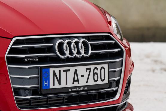 Az aktuális Audikra jellemző sokszögletű maszkot találjuk az A5-ön is