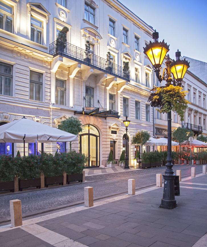 Az Aria Hotel Budapest bejárata