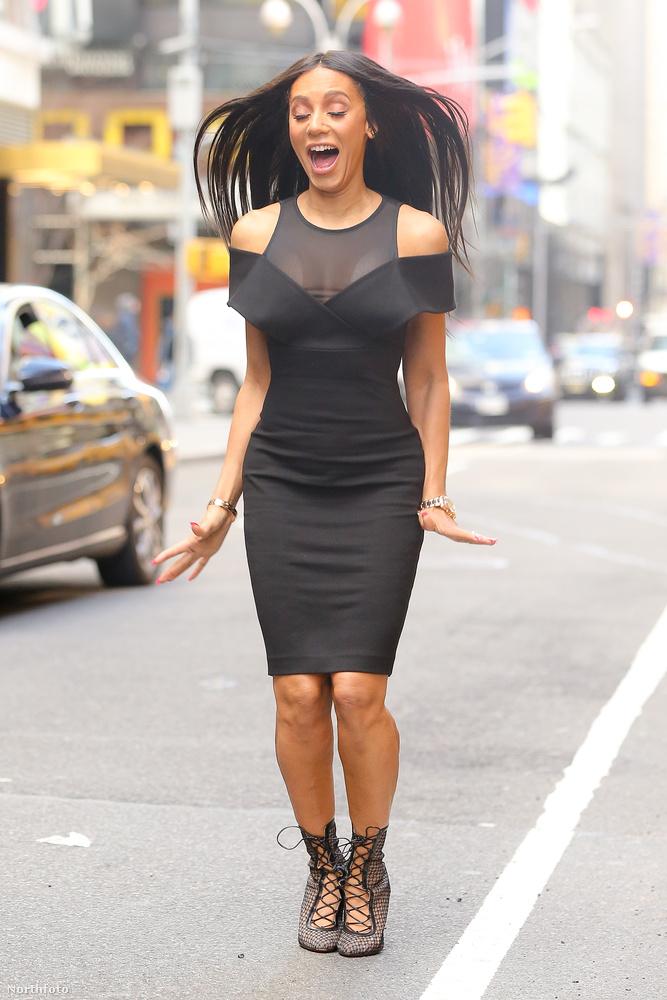 Miközben az egykori Spice Girl, Mel B látványosan jól érzi magát a Times Squaren...