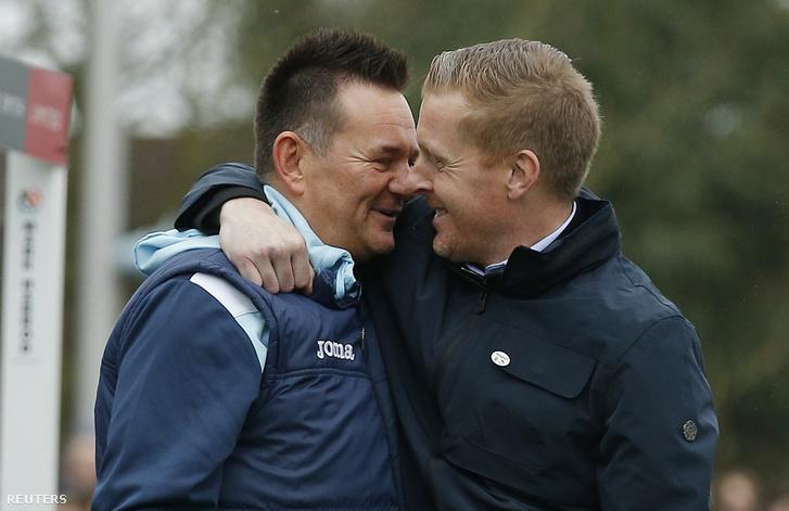Paul Doswell és a Leeds menedzsere Garry Monk