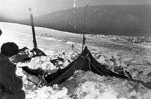 A kivágott oldalú sátor, ahogy február 26-án rátaláltak.