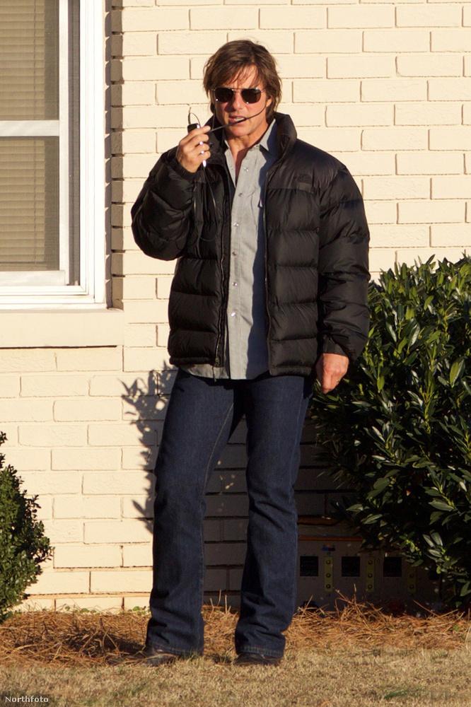 De tud fontoskodni is walkie-talkieval a kezében, amitől egy még foglalkoztatottabb színész képét mutatja