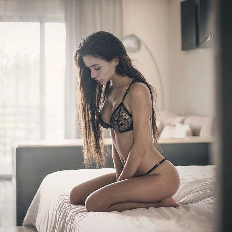 Napicsaj rovatunkban ma Jekatyerina Zujeva, a 25 éves orosz modell történetével ismerkedhet meg, aki a bikiniben pózolás egyik nemzetközileg is kiemelkedő alakjának számít.