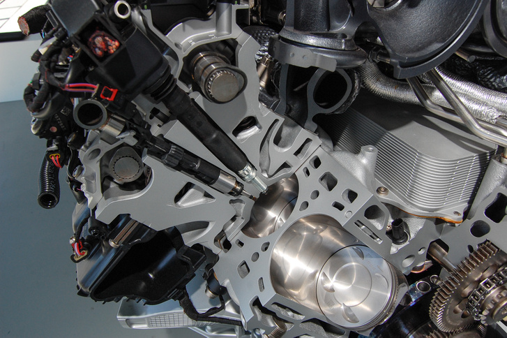 Direkt befecskendezéses 90 fokos V6-os