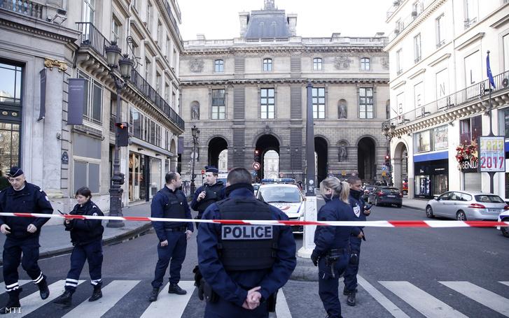 A párizsi rendőrség lezárta a múzeum környékét