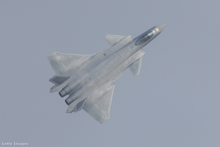 2016. november 1.: a J-20-as bemutató repülése a 11. Kínai Nemzetközi Légishow-n