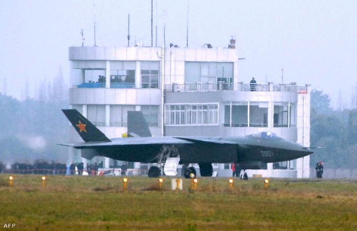 2011-ben készült fotón a J-20-as kínai lopakodó