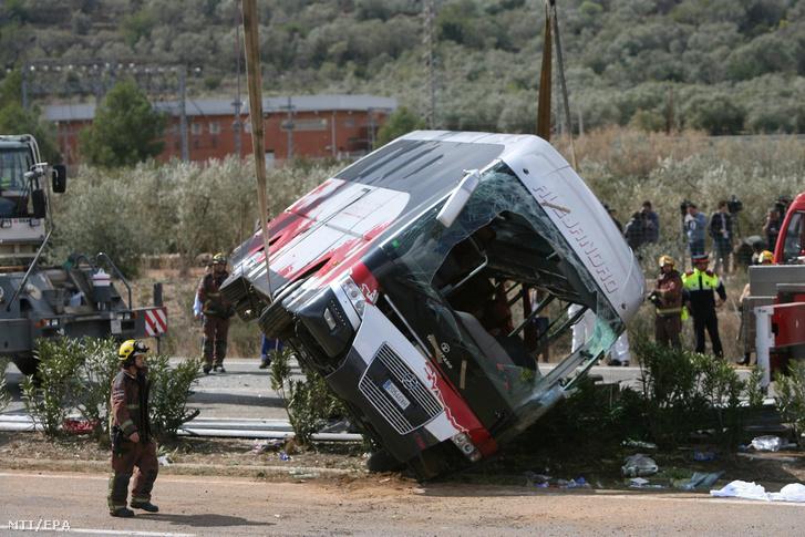 A balesetet szenvedett busz Fregináls környékén 2016 márciusában