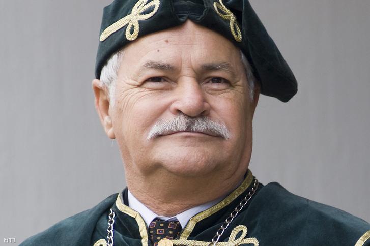 Piros László