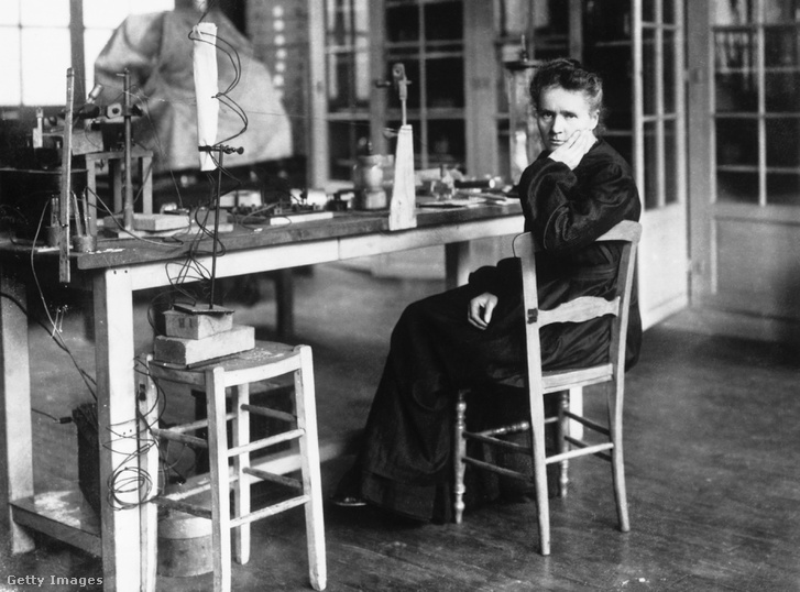 Marie Curie, a rádium egyik felfedezője laboratóriumában