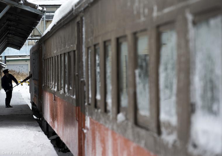 Ha kíváncsi, hogyan fest a vonatozás mozgóképen, itt megnézheti a nyári változatot.