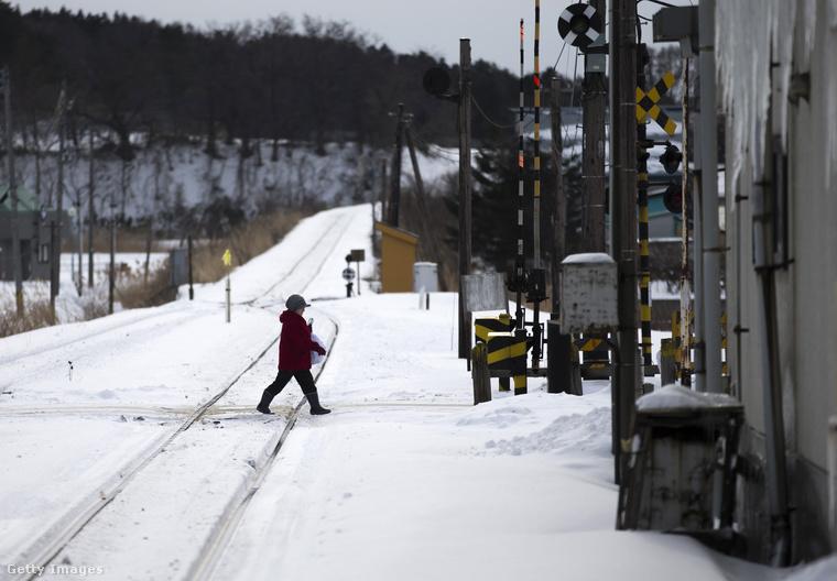 Az utazás 45 percig tart, és ha a kályhameleg, illetve az elsuhanó havas táj nem elég meggyőző, akkor képzeljék hozzá, hogy