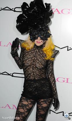 Lady Gaga a csipkének hódol
