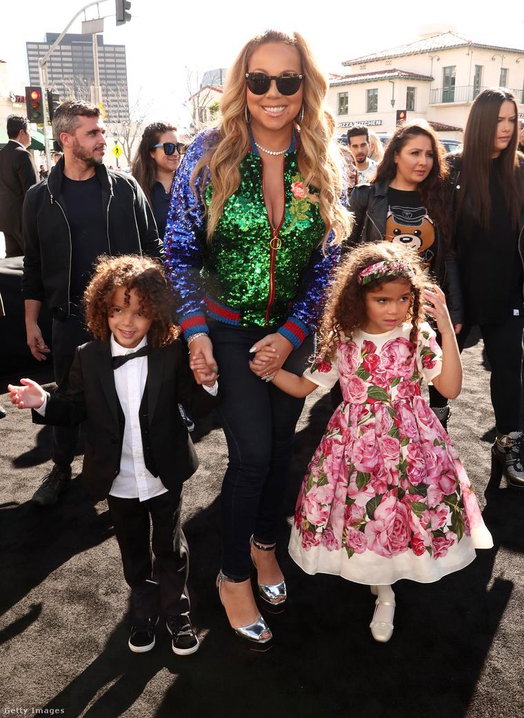 Moroccan és Monro, középen édesanyjukkal.