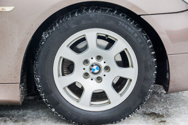 Egy szett téli gumi olyan 120 ezer forint, és ezt a gumis tulaj mondja