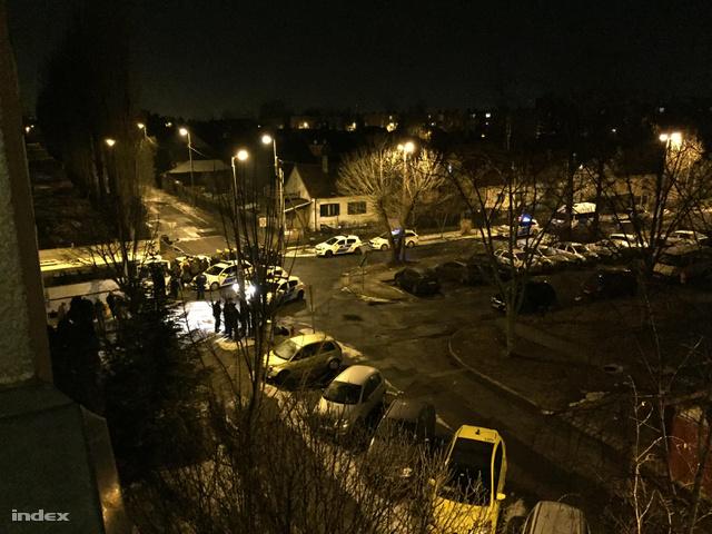 Rendőrök állítottak meg egy buszt Újpesten csoportos garázdaság miatt