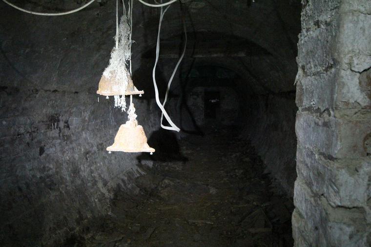 Amikor az oroszok elhagyták Magyarországot a katakombák nagy részét berobbantották