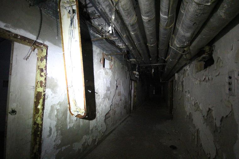 A helyiek úgy tudják, hogy a földalatti alagútban 1956-os forradalmárokat végeztek ki kegyetlenül