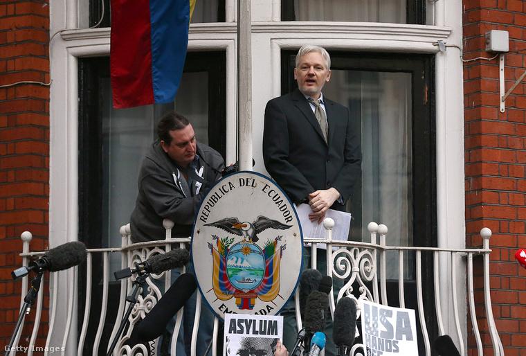 Julian Assange 4 évvel ezelőtt, amikor beköltözött az Ecuadori nagykövetségre