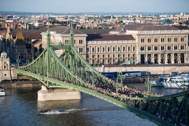Augusztus végéig lezárják a forgalom elől a Szabadság-hidat, a Bartók Béla úton megkezdett építkezés miatt.