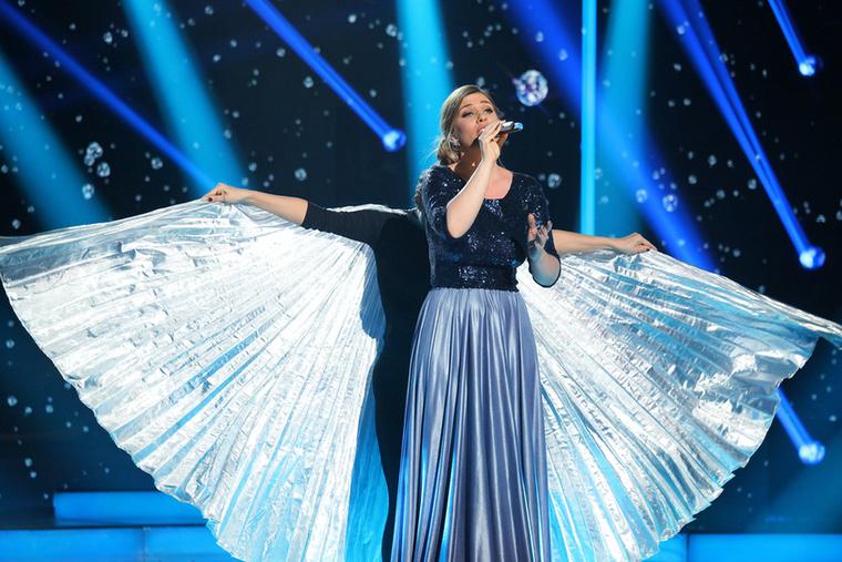 Kanizsa Gina eléggé Adele-osra vette a figurát, csak meg volt támogatva még egy kis szárnycsapkodással.