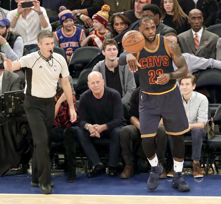 Február 4-én a Cleveland Cavaliers a New York Knicks ellen játszott, úgyhogy LeBron James joggal tornyosodott a New York-i Madison Square Garden kosárpályáján
