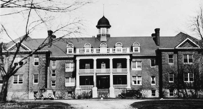 Mohawk Institute Bentlakásos Iskola, 1932 körül