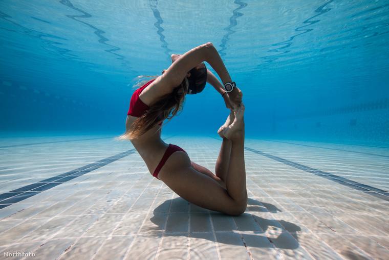 Nem fogja kitalálni, hogy ki jógázik a víz alatt ezen a képen: nem más, mint Kate Middleton!