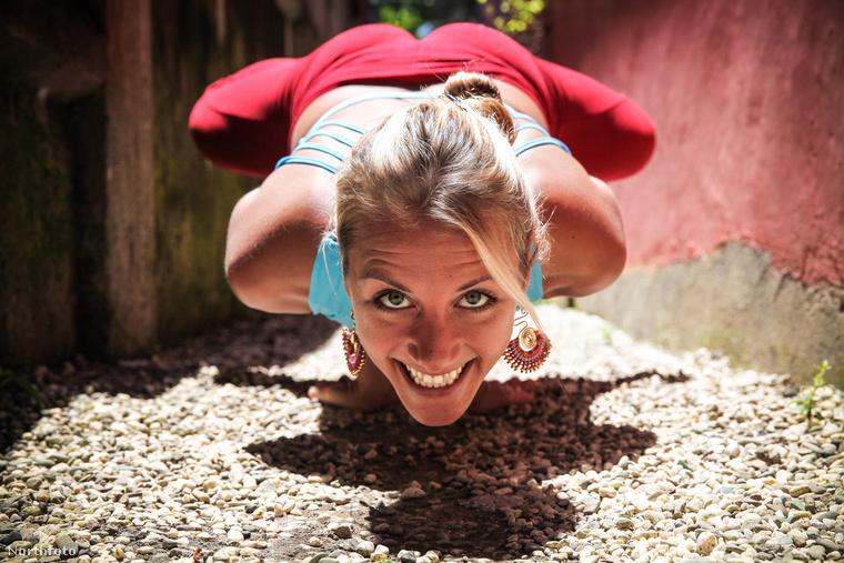 A fiatal nő jógaoktatóként is dolgozik