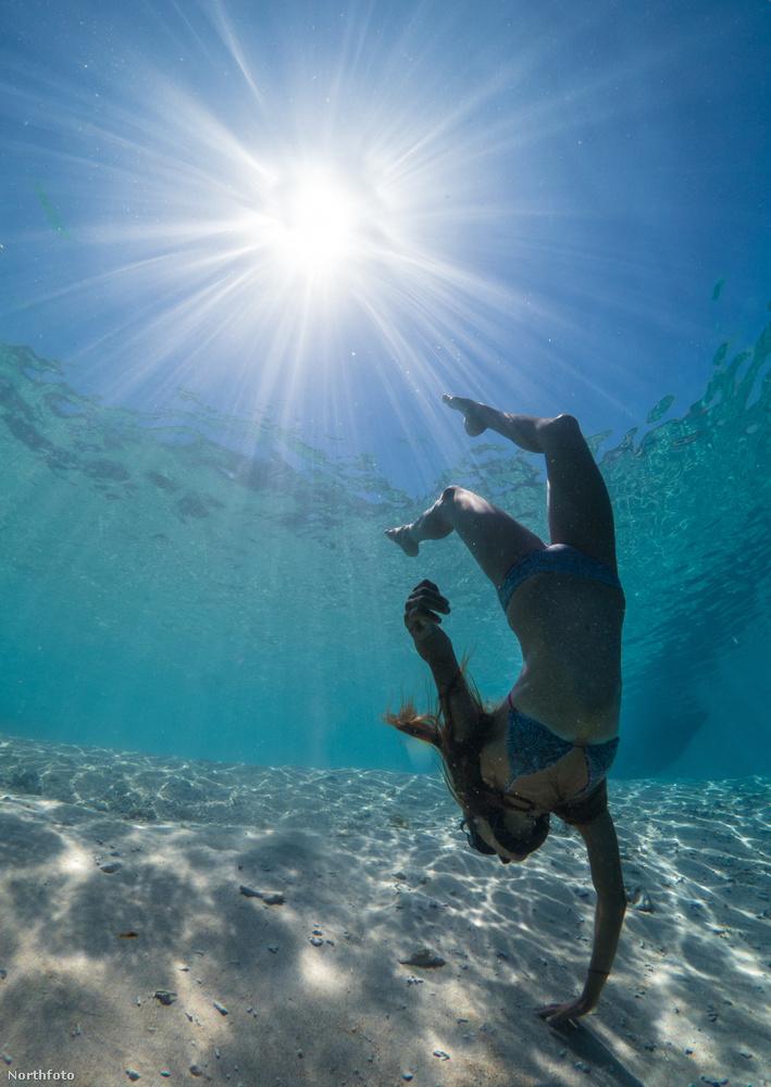 Megcsillan a nap az óceán mélyén, ahol