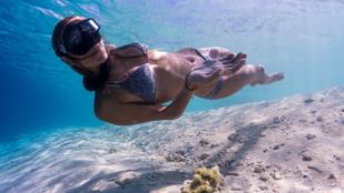 Tudta, hogy ez a Kate Middleton egy igazi sellő, aki bikiniben jógázik a víz alatt?