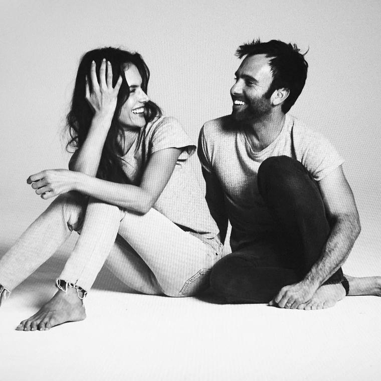 A modell: Alessandra Ambrosio, a férfi: Jamie Mazur