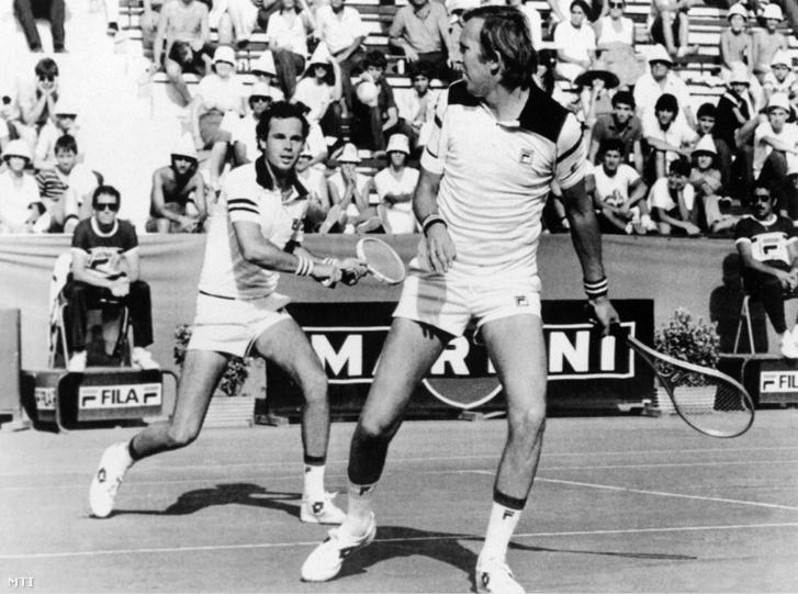 Taróczy Balázs és Szőke Péter akcióban 1979. július 14-én az Olaszország-Magyarország Davis-kupa-mérkőzés párosában az Adriano Panatta és Paolo Bertolucci elleni játszmában.