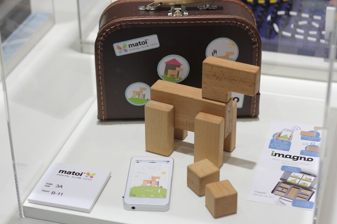 Imagno: a fa játékok jól fogynak a magyar piacon, a minőségi, szép megmunkálású játékokra igény van. Nagyon érdekes kombináció, a szinte leghagyományosabbnak számító fa játékok kombinációja a legmodernebb technológiával.